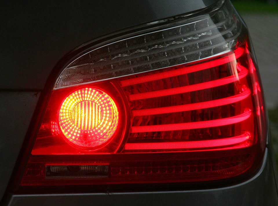 The brake light is among the most important warning lights.